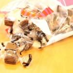 チョコを食べすぎたら、靴下の親指部分に穴が開いた